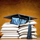 Akademska kapa, plava, i knjige