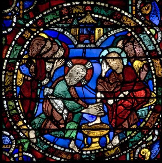 Detalj iz katedrale u Chartresu - Krist pere učenicima noge.