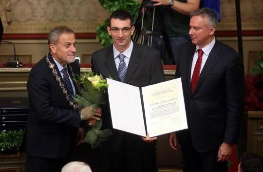Tomislav Domazet Lošo prima nagradu Grada Zagreba