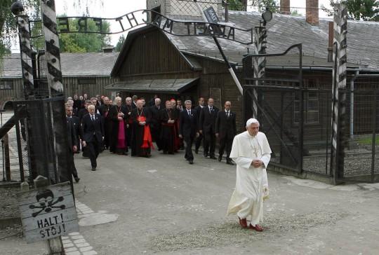 Papa Benedikt XVI u Auschitzu 2006./Foto: NBC News