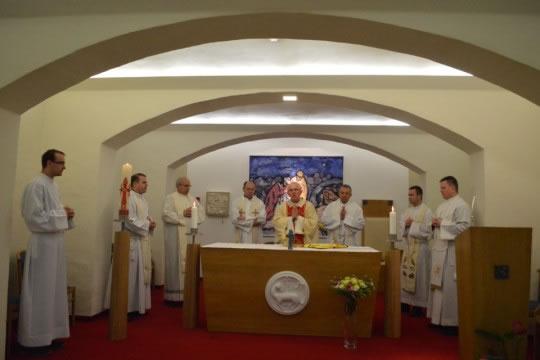 Svetu misu predvodio je mons. Pero Sudar, pomoćni biskup vrhbosanski i promicatelj Sustava katoličkih škola za Europu.