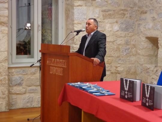 Milan Bešlić, likovni kritičar i autor monografije