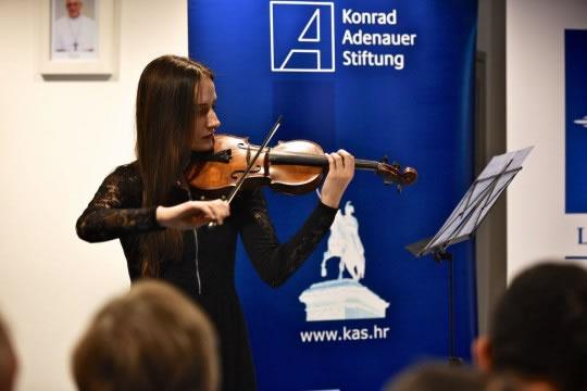 Lara Rimac, studentica 3. godine Muzičke akademije Sveučilišta u Zagrebu