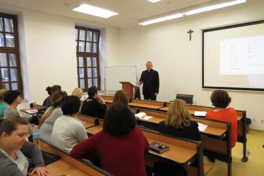 Rektor Tanjić sa studentima preddiplomskog sveučilišnog studija sestrinstva