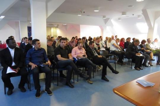 sastanak-s-nastavnicima-i-voditeljima-sluzbi-28-9-2016