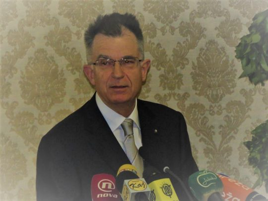 "Prof. dr. sc. Emilio Marin drži zahvalni govor ističući: ""Zagreb je drugi grad mog života."""