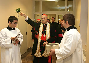 Kardinal Bertone