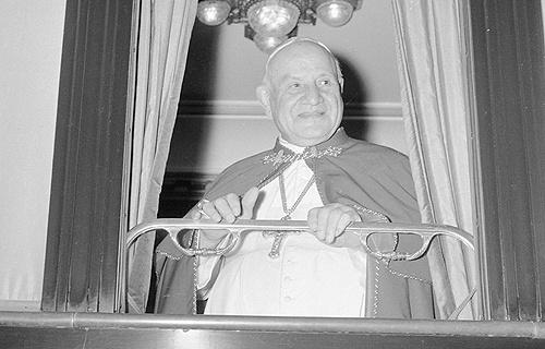 Papa Ivan XXIII putuje vlakom iz Vatikana u Loreto i Asiz 4.10.1962. Foto:ANSA/OLDPIX.
