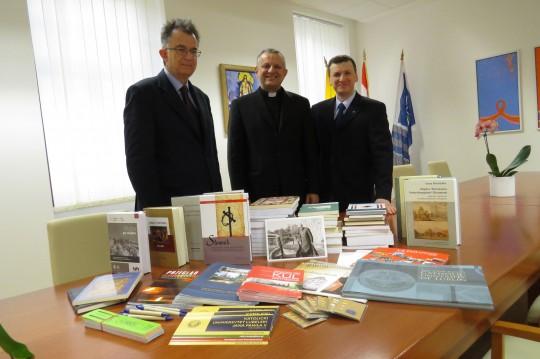 Prof. dr. sc. Piotr Plisiecki donirao je u ime Katoličkog sveučilišta Ivana Pavla II. u Lublinu knjige za našu Sveučilišnu knjižnicu.
