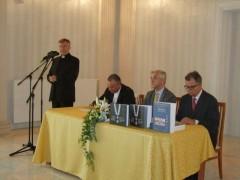Dobrodošlicu svim okupljenima, posebno gostima iz Francuske, izrazio je domaćin splitsko-makarski nadbiskup Marin Barišić.